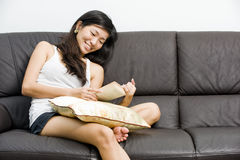 Asian teenage girl reading book Royalty Free Stock Images