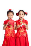 Asian twins girls in  chinese cheongsam dress  with red envelope Royalty Free Stock Images