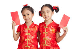 Asian twins girls in  chinese cheongsam dress  with red envelope Stock Photos