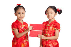 Asian twins girls in  chinese cheongsam dress  with red envelope Stock Image