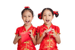 Asian twins girls in  chinese cheongsam dress  with red envelope Stock Photography