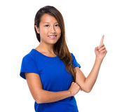 Asian woman with finger point up Royalty Free Stock Photos