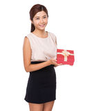 Asian woman with gift box Royalty Free Stock Photography
