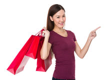 Asian woman hold with shopping bag and finger point up Stock Photography