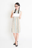 Asian woman holding white blank paper card Royalty Free Stock Images