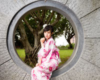 Asian woman in kimono sitting in wall Stock Images