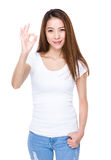 Asian woman with ok sign gesture Royalty Free Stock Photos