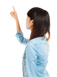 Asian woman pointing backward Royalty Free Stock Photos