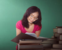 Asian woman reading a book at a library Royalty Free Stock Photography
