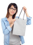 Asian woman with shopping bag Royalty Free Stock Photos