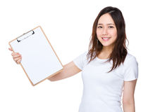 Asian woman showing clipboard Stock Photography