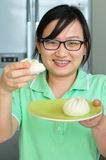 Asian woman showing steamed-stuff-buns. Royalty Free Stock Images