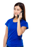 Asian Woman talk to mobile phone Royalty Free Stock Photos