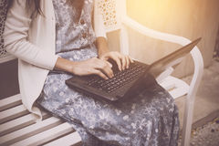 Asian woman using laptop at the cafe Royalty Free Stock Photography