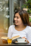 Asian women reading book Royalty Free Stock Photography