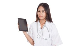 Asian young female doctor show tablet pc Royalty Free Stock Photography