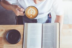 Reading book with coffee Royalty Free Stock Photos