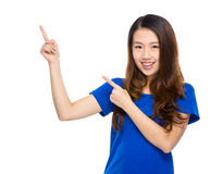 Asian young woman present isolated Royalty Free Stock Photos