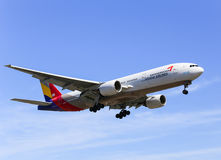 Asiana Airlines. Los Angeles, USA - May 30, 2015: An airplane of Asiana Airlines (Boeing 777-200) landing at Los Angeles International Airport Royalty Free Stock Photos