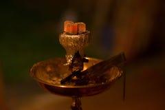 Asiat arabia vattenpipa med kol fotografering för bildbyråer