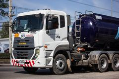 Asiat Asphalt Tank Oil Truck fotografering för bildbyråer