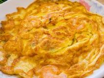 Asiat Fried Egg Omelette med räkor Arkivfoto