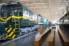 Asiat Kina, Peking, järnväg museum, mässhall, drev Arkivbilder