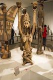 Asiat Kina, Peking, nationellt museum, mässhallen, Afrika, träskulptur Arkivfoton