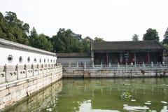Asiat Kina, Peking, sommarslotten, Kunming sjö, väggar, stenräcke Royaltyfria Foton