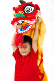 Asiat Little Boy i kinesLion Custome Dance During Chinese Ne Royaltyfri Foto