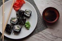 Asiat rollt mit Kaviar Lizenzfreie Stockfotografie