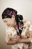 asiat som ser den belastade kvinnan Arkivfoto