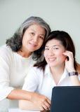 asiat två kvinnor Arkivfoto