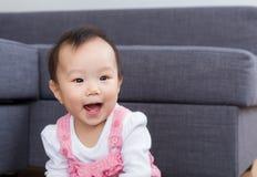 Asiatet behandla som ett barn leende Arkivfoton
