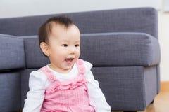 Asiatet behandla som ett barn leende Royaltyfri Bild
