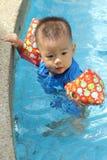 asiatet behandla som ett barn pojkekantpölen Royaltyfri Fotografi
