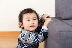 Asiatet behandla som ett barn pojken royaltyfri foto
