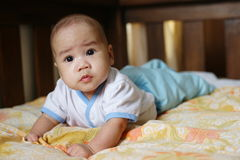 asiatet behandla som ett barn pojken Arkivfoto