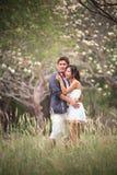 asiatet förbunde folkdräktbröllop royaltyfria bilder