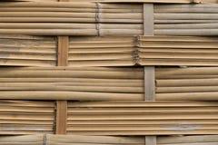 Asiatet handcraft av bambuvävstaketet Arkivfoto