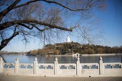 Asiatet Kina, Peking Beihai parkerar, Qiong Huadao Arkivfoto