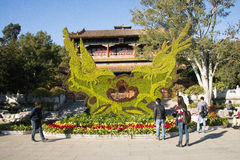 Asiatet Kina, Peking, den Jingshan kullen parkerar, historiska byggnader Arkivfoto