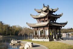 Asiatet Kina, Peking, Taoranting parkerar, vinterlandskapet, paviljonger, terrasser och öppnar korridorer Royaltyfri Bild