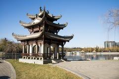 Asiatet Kina, Peking, Taoranting parkerar, vinterlandskapet, paviljonger, terrasser och öppnar korridorer Arkivfoton