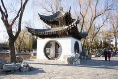 Asiatet Kina, Peking, Taoranting parkerar, vinterlandskapet, paviljonger, terrasser och öppnar korridorer Royaltyfria Foton