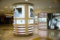 Asiatet Kina, Peking, Wangfujing, APM-köpcentret, inredesign shoppar, Royaltyfri Foto