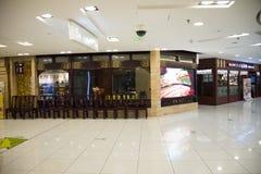 Asiatet Kina, Peking, Wangfujing, APM-köpcentret, inredesign shoppar, Arkivfoto