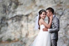 Asiatet kopplar ihop foto av pre att gifta sig begrepp av förälskelse och förbindelsen royaltyfri foto