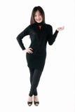 Asiatet modellerar i svart klänning Royaltyfria Bilder