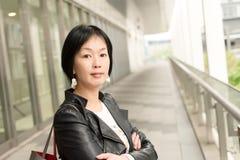 Asiatet mognar kvinnan Arkivbild